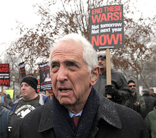 Daniel Ellsberg Urges People in Swing States to Vote for Obama