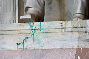 Lincoln Memorial Closed After Paint Attack