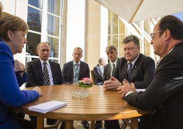 Moscow and Kiev in 'Positive Mood' After Talks in Paris on Ending Ukraine Conflict