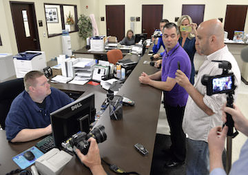 Kentucky: First Same-Sex Couple in Rowan County Obtain Marriage License After Jailing of Clerk