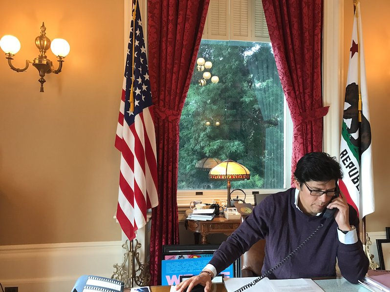 Truthdigger of the Week: Kevin de León, Advocate for 'Sanctuary Cities' and Immigrant Rights