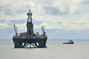 Greenpeace Rattles an Oil Rig Off Greenland