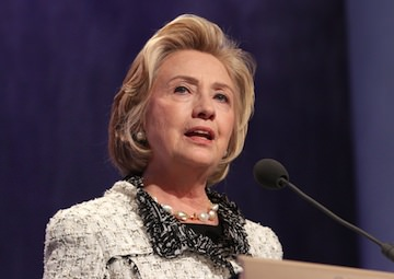 Hillary Clinton Aides' Wall Street Ties Raise Economic Policy Doubts