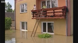 Floodwaters Threaten Warsaw, Claim at Least 14 in Poland