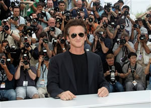 Sean Penn Charged in Scuffle With Photographer