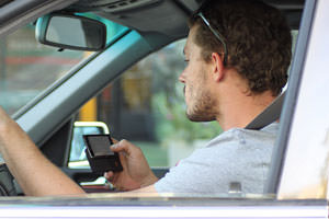 Federal Agency Wants to Ban Texting, Talking While Driving
