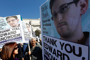 New York Times: Edward Snowden 'Has Done His Country a Great Service'