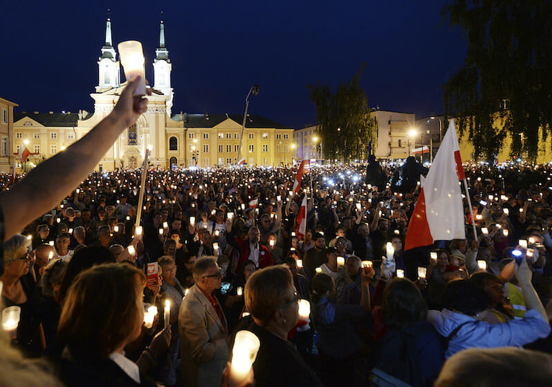 Thousands in Poland Protest Judicial Reforms
