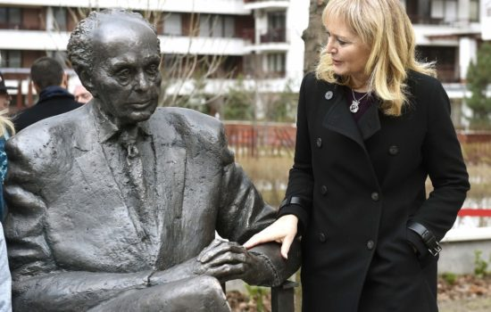 Statue of U.S. Lawmaker Tom Lantos Unveiled in Hungary