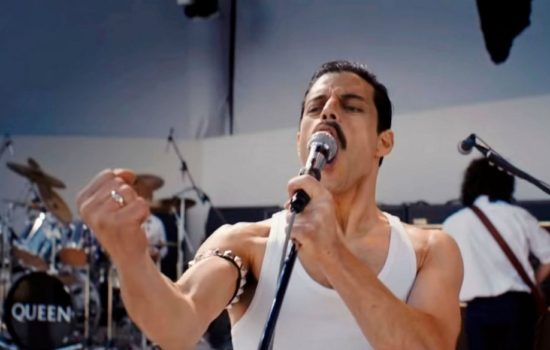 'Bohemian Rhapsody' Stuns 'A Star Is Born' at Golden Globes